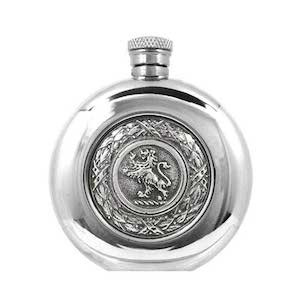 Flasque étain ronde Lion SG263 180ml English Pewter Company